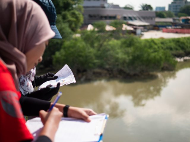 Volunteers counting and categorising river pollution in Malaysia_creit The Ocean Cleanup (002)