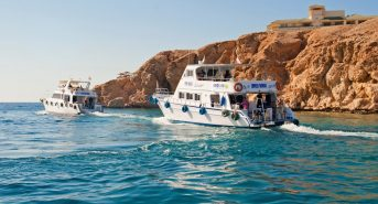 Sharm-boat-leaving-Large.jpg